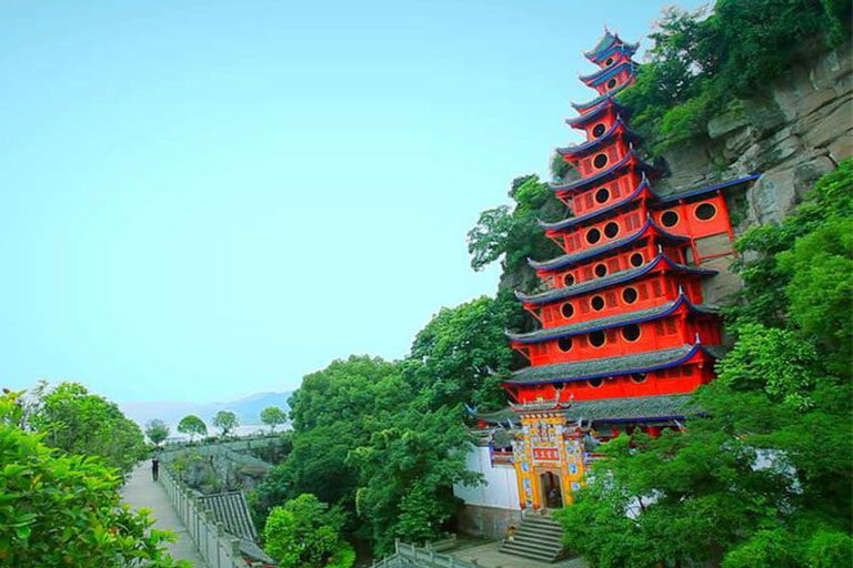 the 12-story Shibaozhai Temple