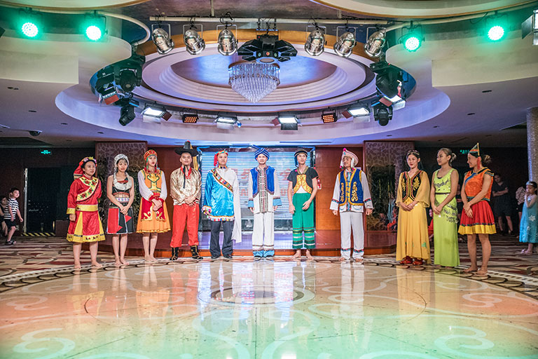 Entertainment on Changjiang Cruises