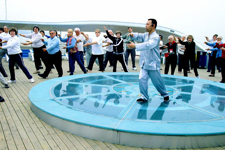 Tai Chi Chuan learning on Changjiang Cruises