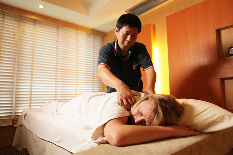 Enjoy Chinese massage on Victoria Cruises