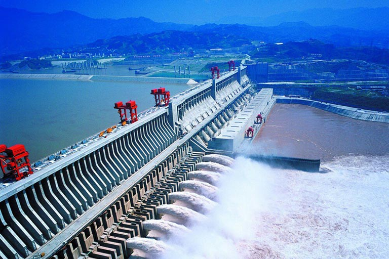 Cruise to see the World Largest Dam!