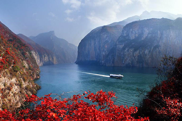 The gorges turn red in Autumn because of the red-leaves.