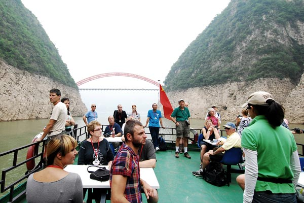 Shore excursion to Lesser Three Gorges, have your great time here!